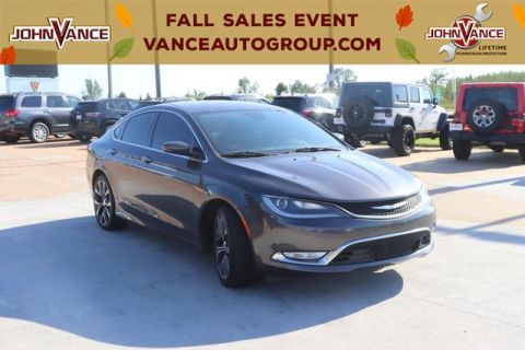 Pre-Owned 2015 Chrysler 200 4dr Sdn C FWD