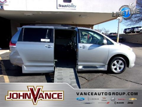 Pre-Owned 2013 Toyota Sienna 5dr 7-Pass Van V6 LE FWD